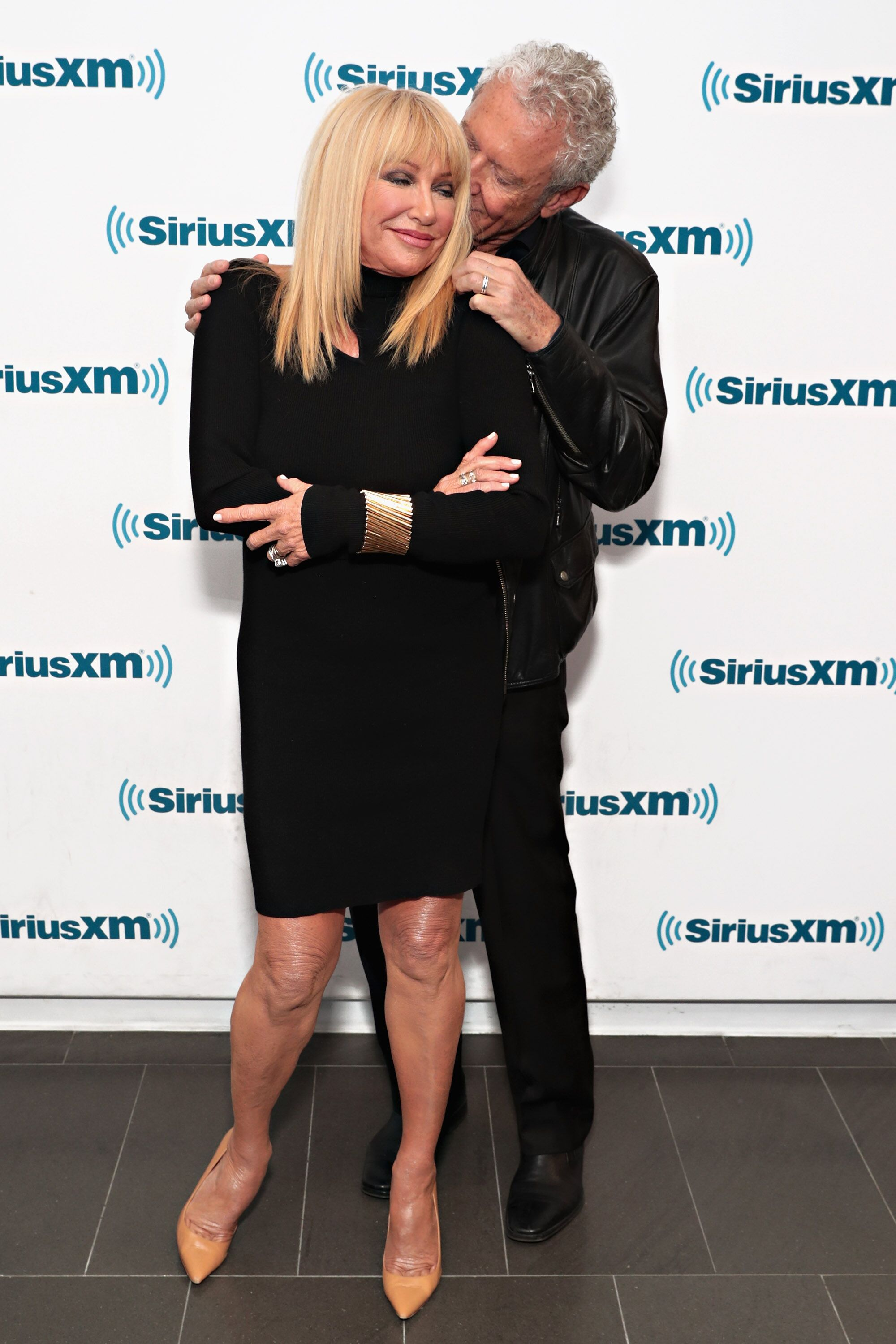 Suzanne Somers and husband Alan Hamel visit the SiriusXM Studios in 2017 | Source: Getty Images