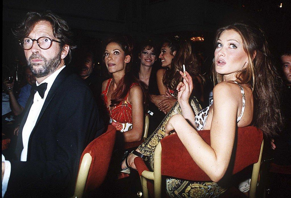Carla Bruni et Eric Clapton en 1992. l Source : Getty Images