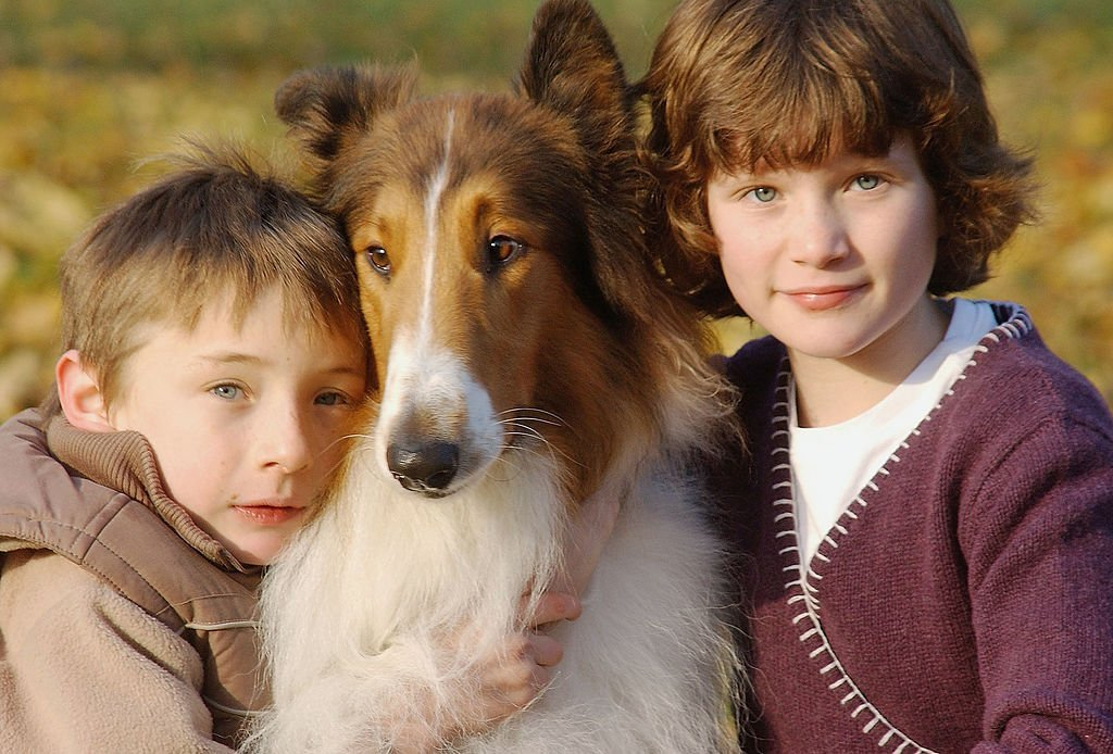 Jonathan Mason and Hester Odgers pose with the dog who plays Lassie | Getty Images