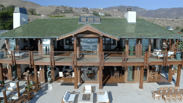 Pierce Brosnan and Keely Brosnan's Malibu mansion   Photo: YouTube/Architectural Digest