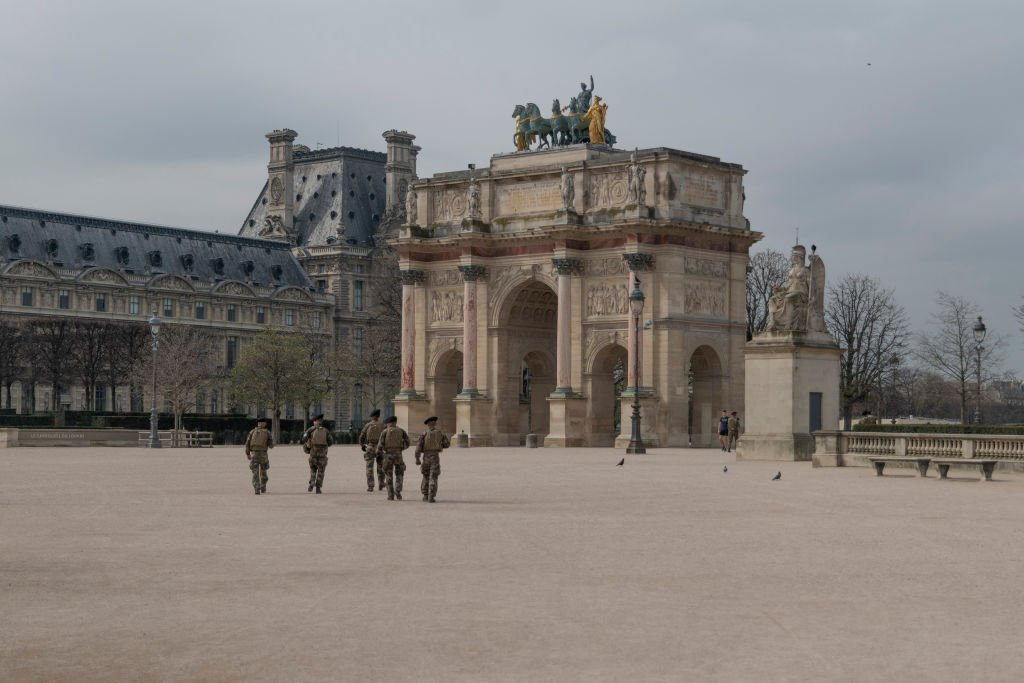 Patrols near the Louvre on March 17, 2020, ensuring that the confinement is respected. l Image: Getty Images