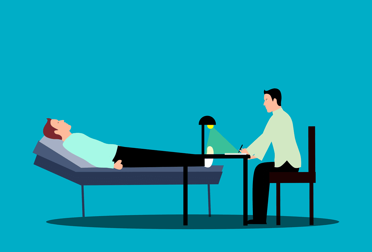A patient talking to a psychologist. | Photo: Pixabay/mohamed Hassan