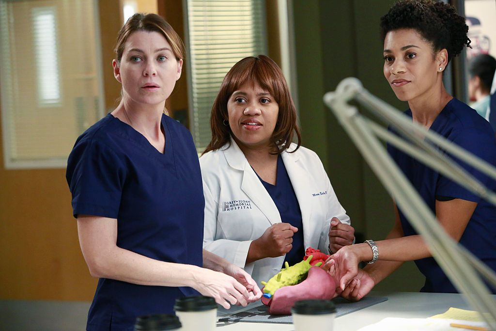 """The cast of """"Grey's Anatomy"""" during a scene on November 17, 2014   Photo: Getty Images"""