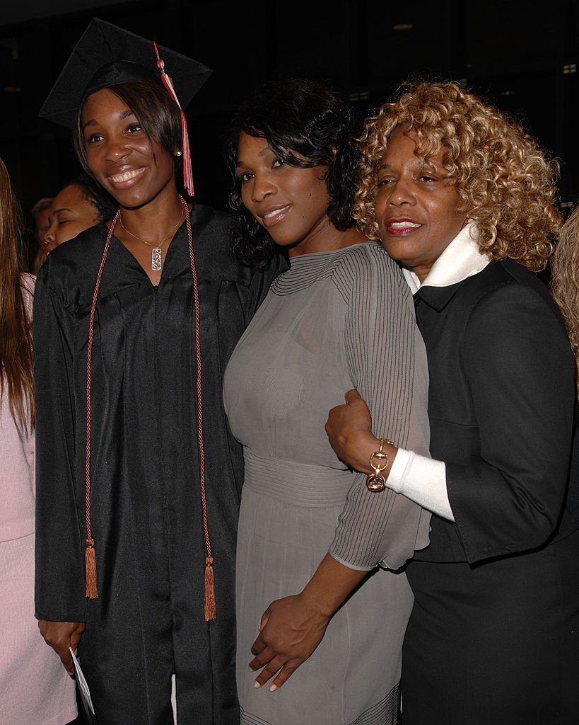 (L-R) Venus Williams, Serena Williams and Oracene Price at a graduation ceremony at the Art Institute of Fort Lauderdale on Dec. 13, 2007 in Florida | Photo: Getty Images