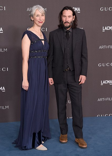 Keanu Reeves et Alexandra Grant arrivent au gala LACMA Art + Film 2019 présenté par Gucci à Los Angeles | Photo: Getty Images