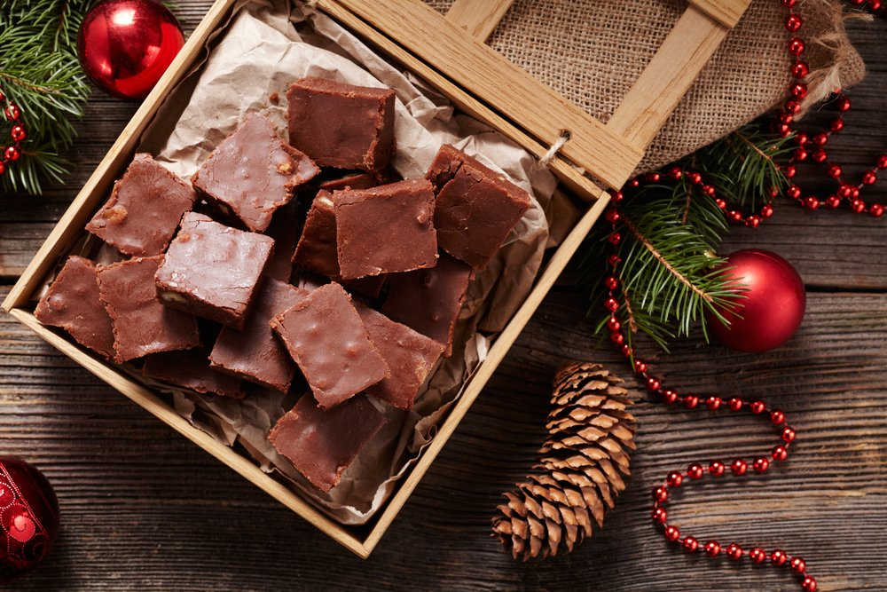A photo of a  traditional  Christmas fudge in wooden box. | Photo: Shutterstock.