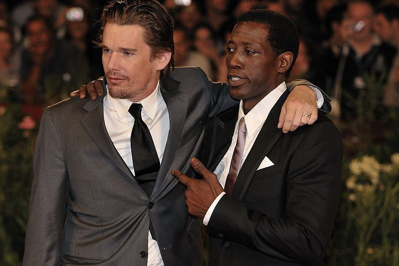 Ethan Hawke and Wesley Snipes, 2009. | Source: Wikimedia Commons