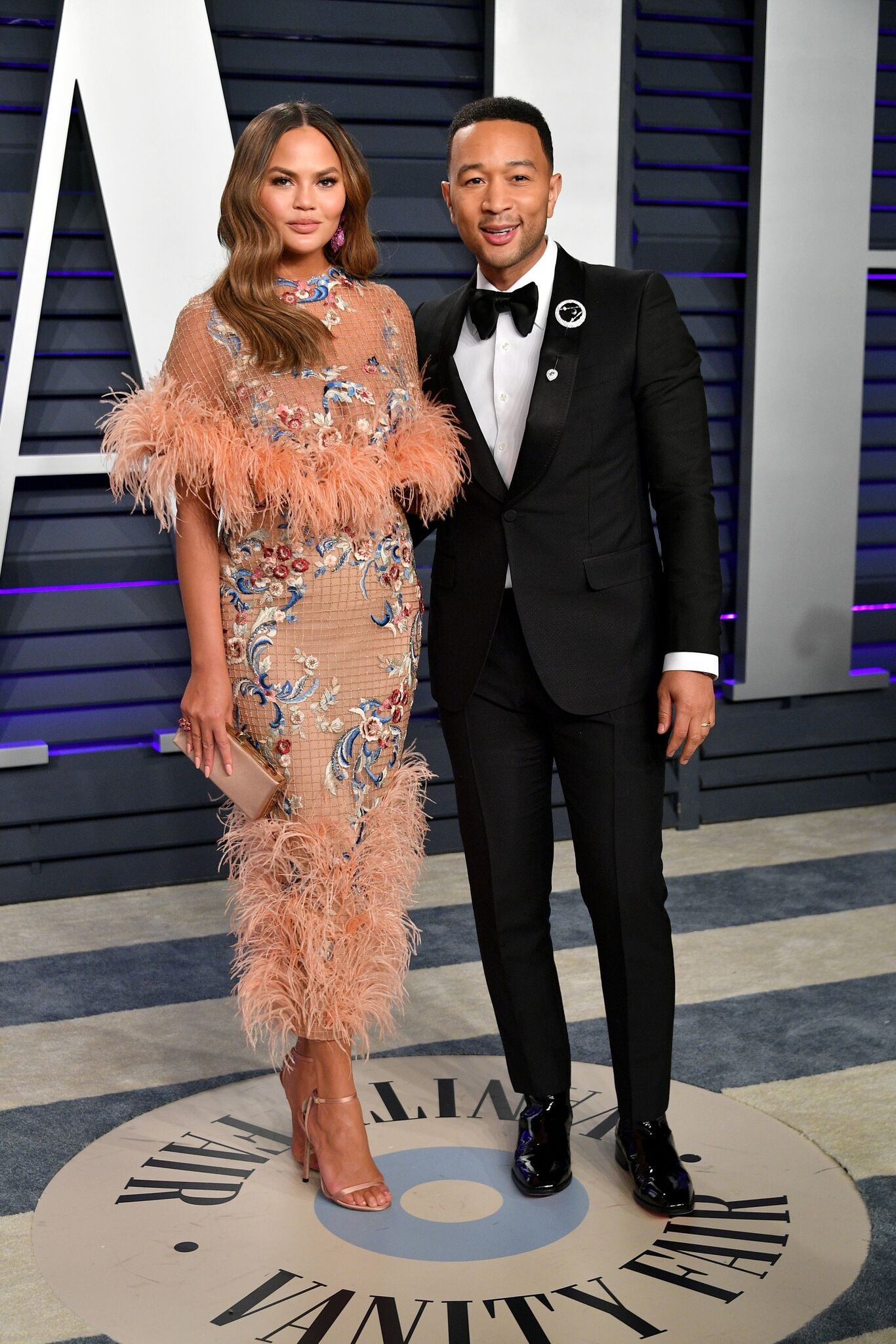 Chrissy Teigen (L) and John Legend attend the 2019 Vanity Fair Oscar Party hosted by Radhika Jones at Wallis Annenberg Center for the Performing Arts on February 24, 2019 | Photo: Getty Images