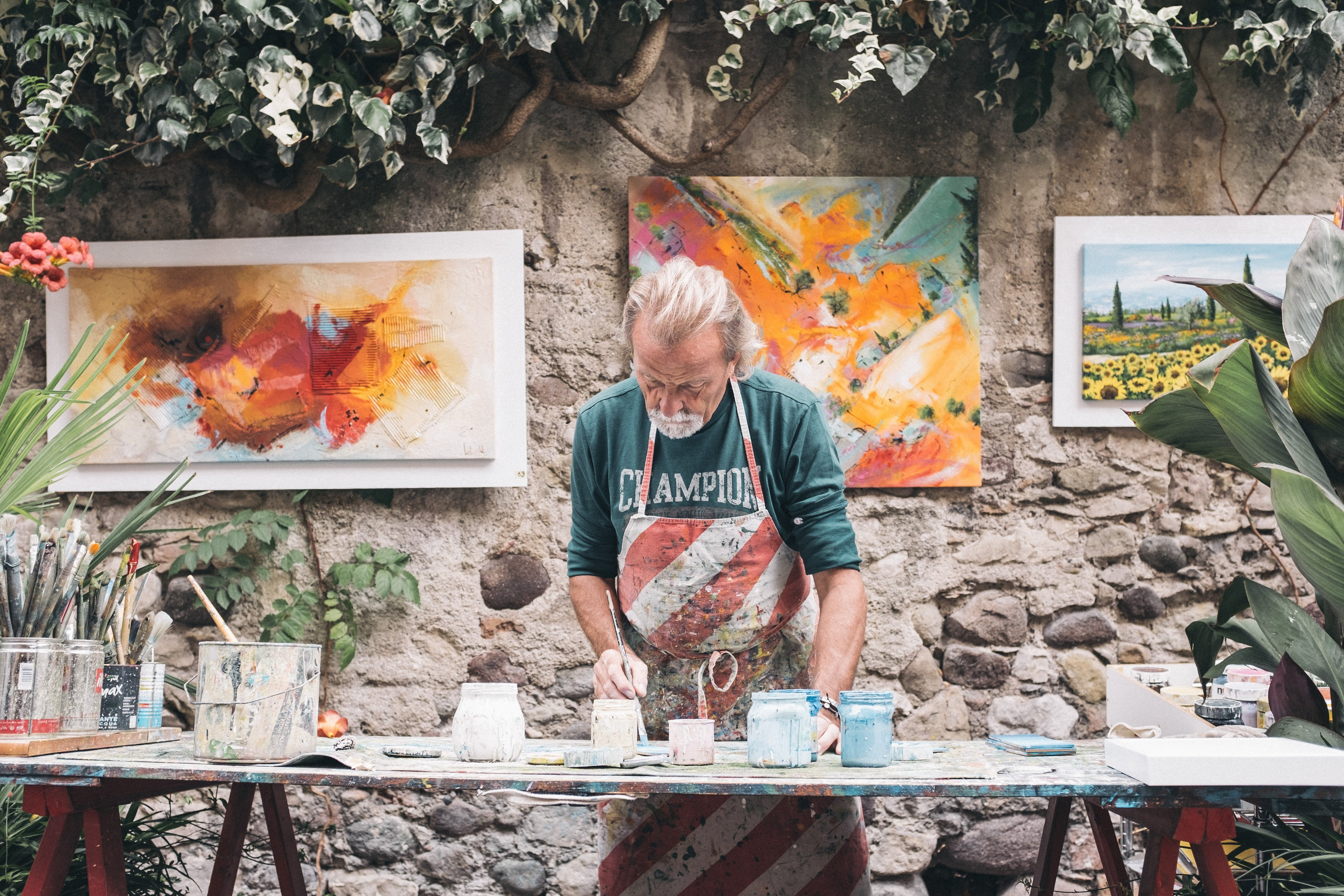 An artist slaving over a painting | Source: Unsplash.com