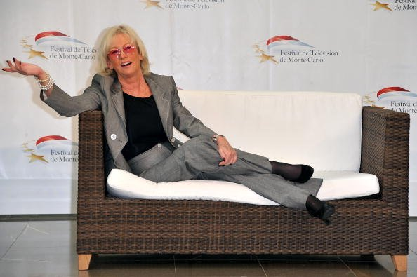 Evelyne Leclercq pose lors d'un photocall de l'émission de télévision française Tournez Manege lors du Festival de télévision de Monte-Carlo 2010 organisé au Grimaldi Forum le 7 juin 2010 à Monte. | Photo : Getty Images