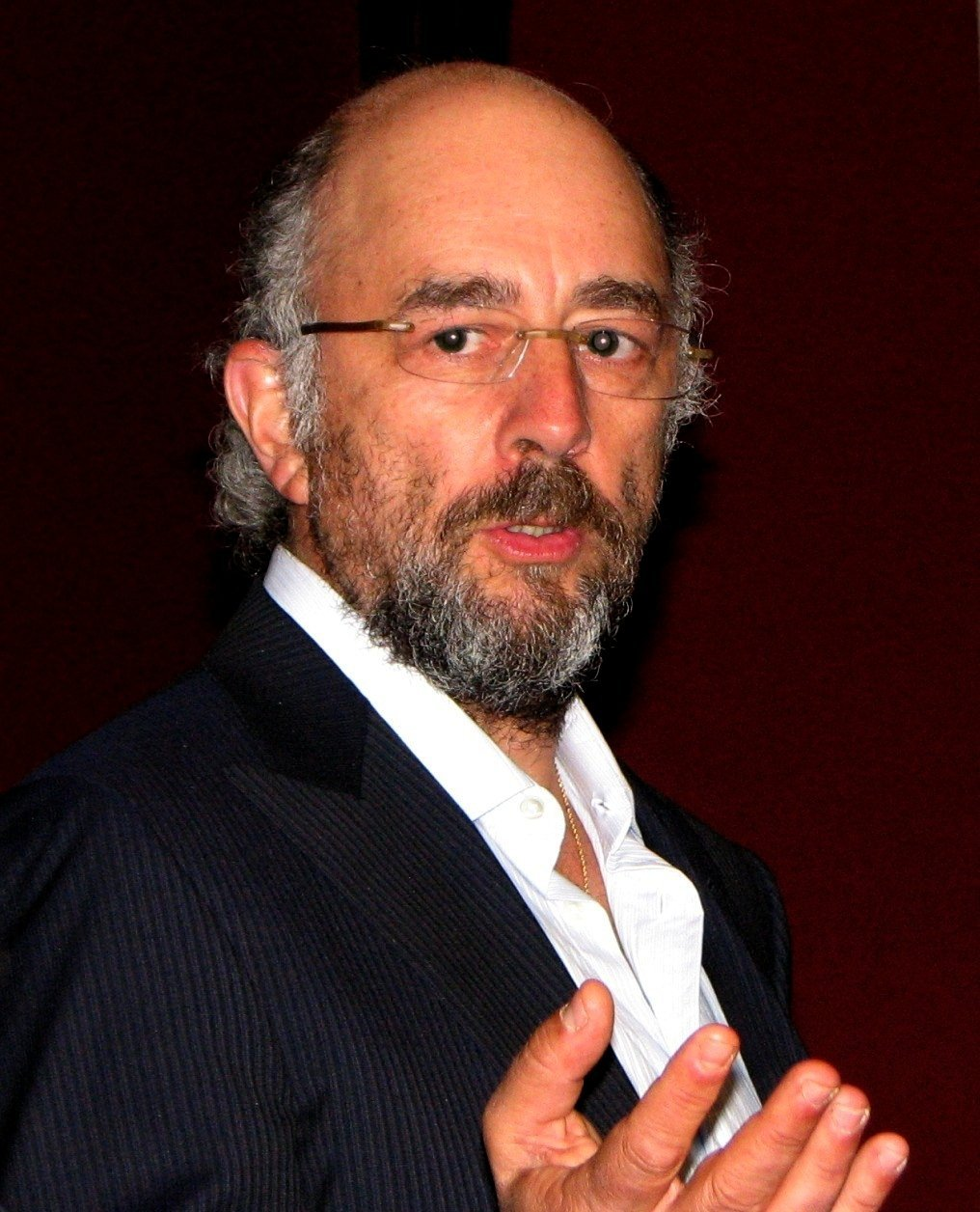 Richard Schiff speaking at the Oxford Union in May 2009. | Source: Wikimedia Commons