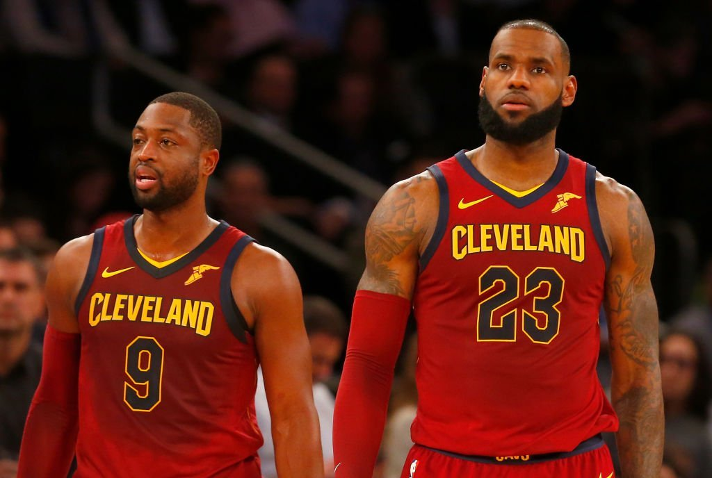 eBron James #23 and Dwyane Wade #9 of the Cleveland Cavaliers look on against the New York Knicks at Madison Square Garden | Photo: Getty Images