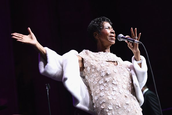 Aretha Franklin performing onstage at the Elton John AIDS Foundation | Photo: Getty Images
