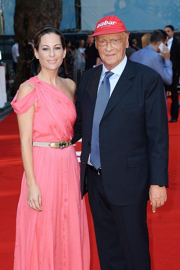 """Niki Lauda et Birgit Lauda à l'avant première de """"Rush"""" le 2 septembre 2013 à Londres, en Angleterre."""