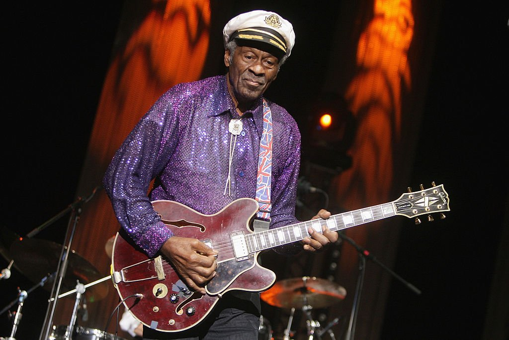 Chuck Berry performs at the 'Les Legendes Du Rock and Roll' concert at the Zenith on November 14, 2008 | Photo: Getty Images