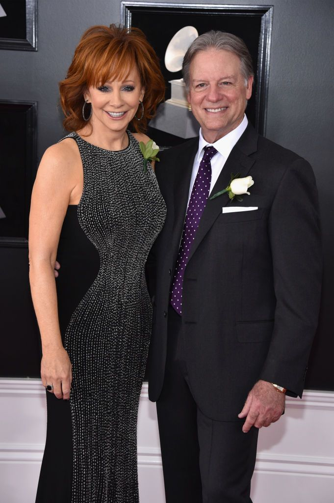 """Reba McEntire and Anthony """"Skeeter"""" Lasuzzo at the 60th Annual GRAMMY Awards in 2018 in New York City 