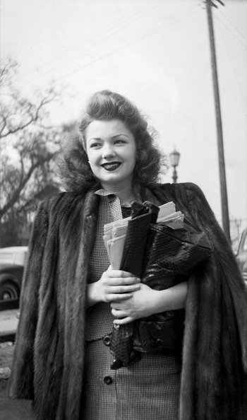 Actress Anne Baxter arrives to the back lot in Los Angeles, California | Photo: Getty Images