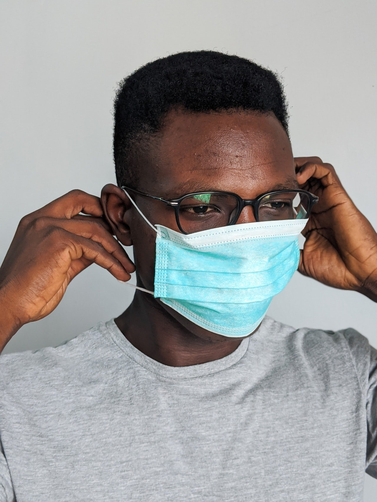 Photo of a man wearing wearing a face mask | Photo: Pexels