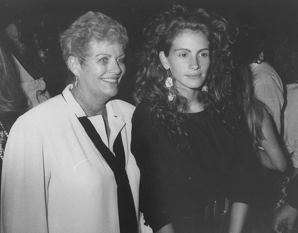Julia Roberts and her mother Betty Motes at a Young Actor's Gang fundraiser | Photo: Getty Images