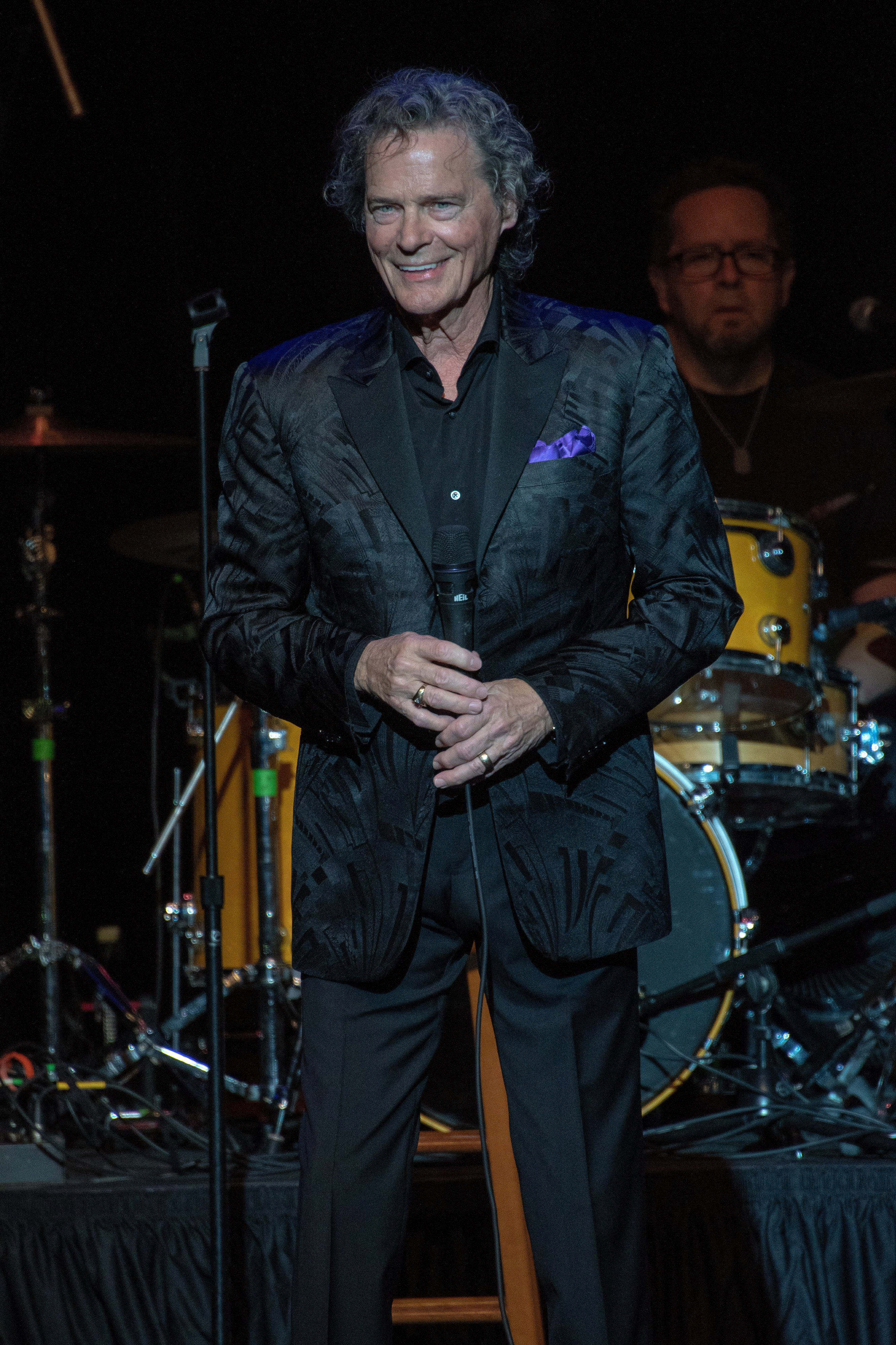 """BJ Thomas performs """"Raindrops Keep Falling On My Head"""" and """"Somebody Done Somebody Wrong"""" on stage at the historic Granada Theater 