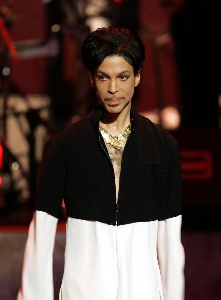 Prince at the Dorothy Chandler Pavilion on March 19, 2005 in Los Angeles, California. | Photo: Getty Images