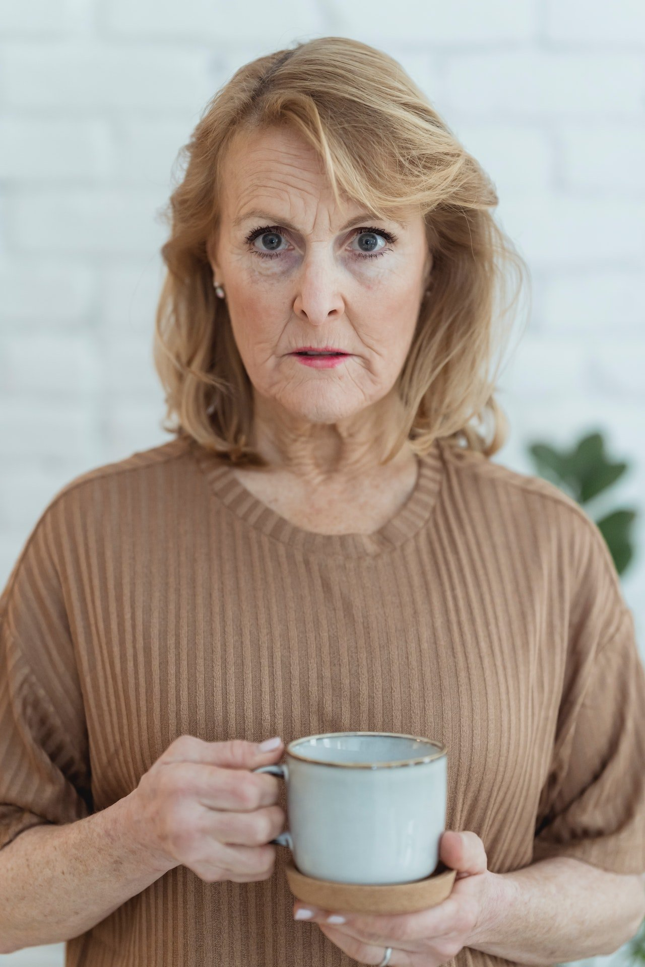 Shocked woman with a tea cup | Source: Pexels
