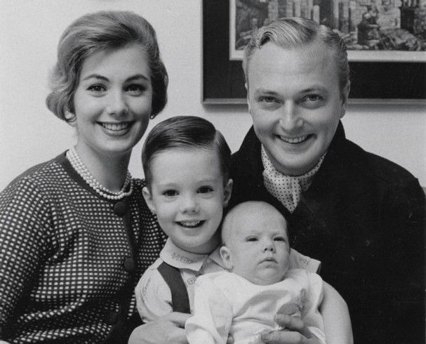 Late actor, JAck Cassidy, his wife, Shirley Jones and two of their children | Photo: Wikimedia Commons