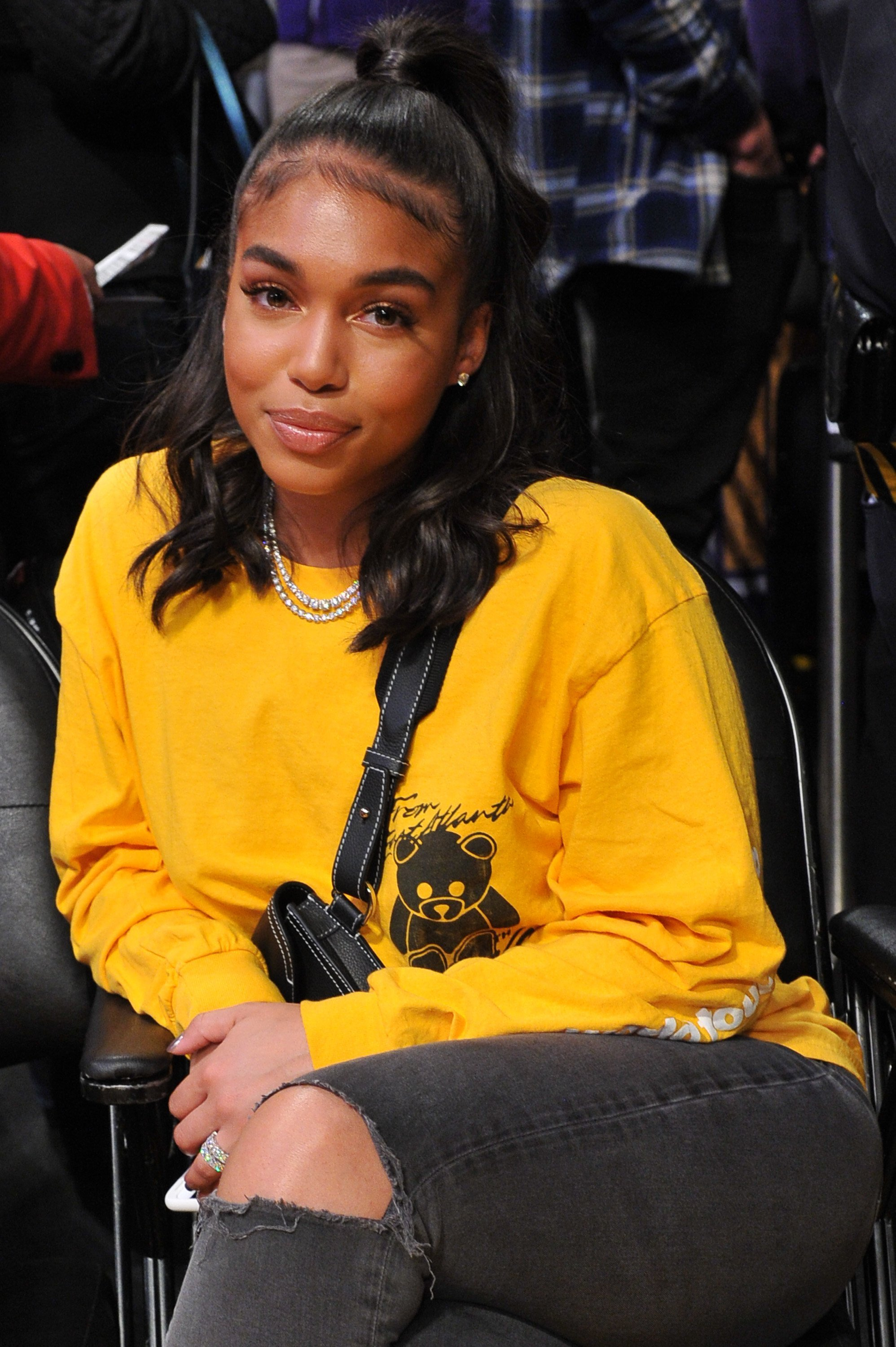 Lori Harvey watching a Los Angeles Lakers game in December 2018. | Photo: Getty Images