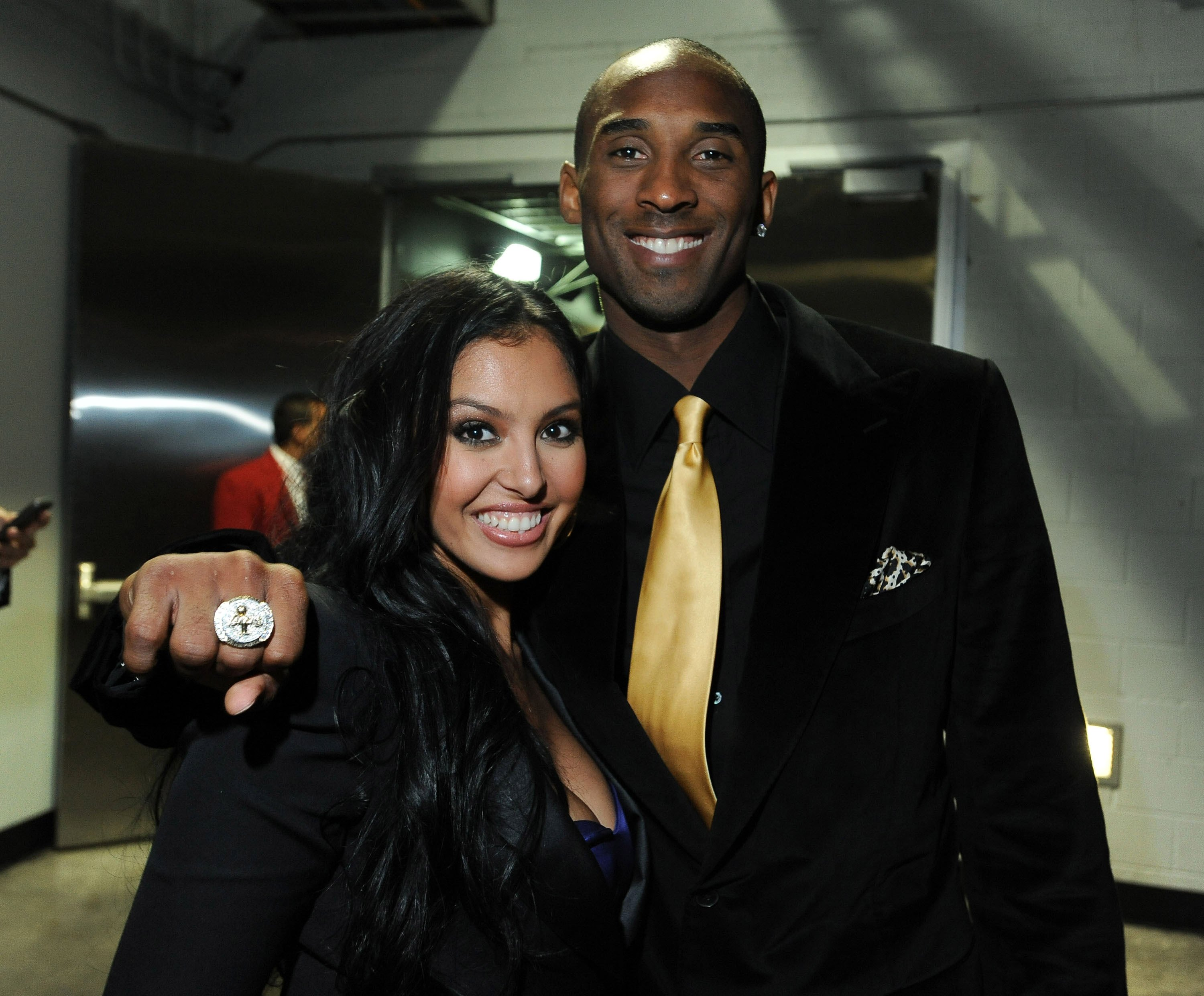 The late Kobe Bryant and Vanessa at Staples Center on October 27, 2009 in Los Angeles, California| Source: Getty Images