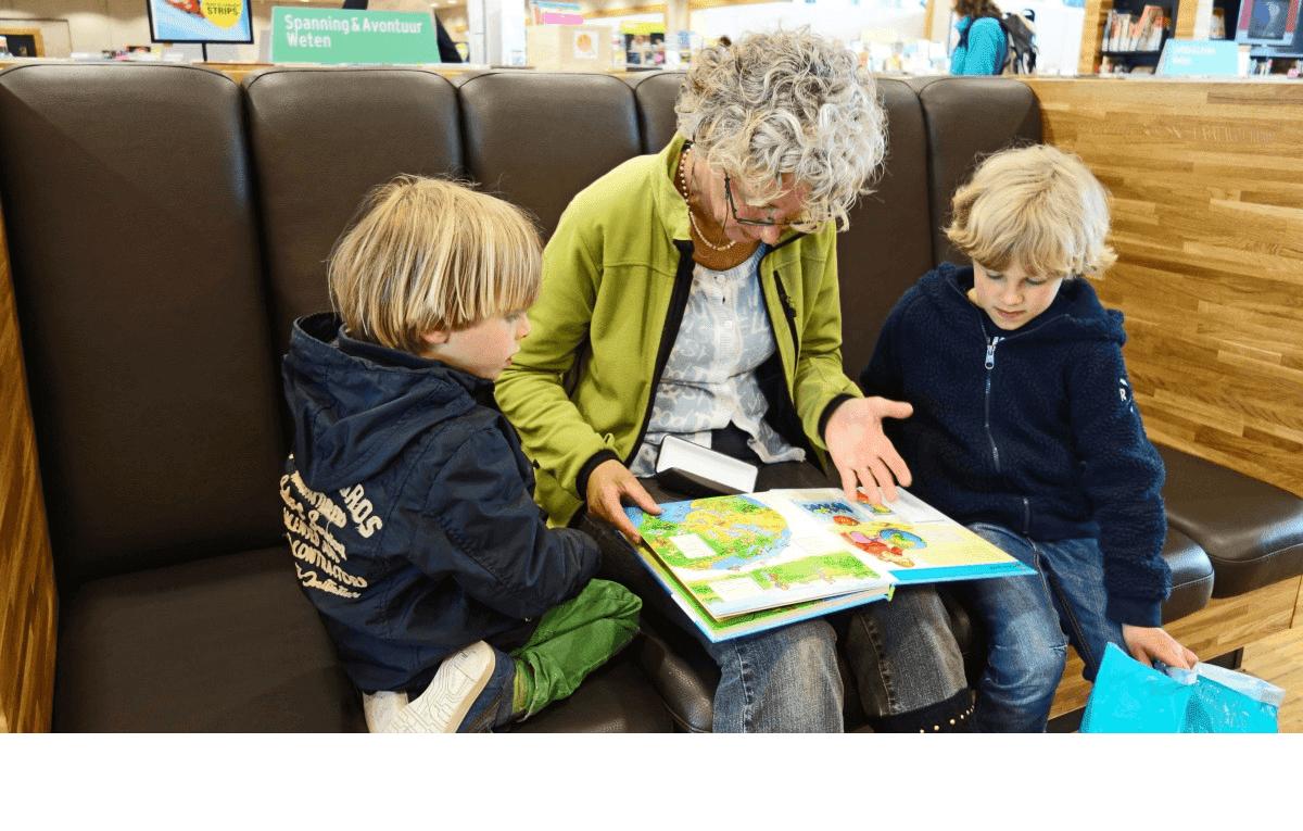 Abuela con sus nietos. | Imagen tomada de: PxHere