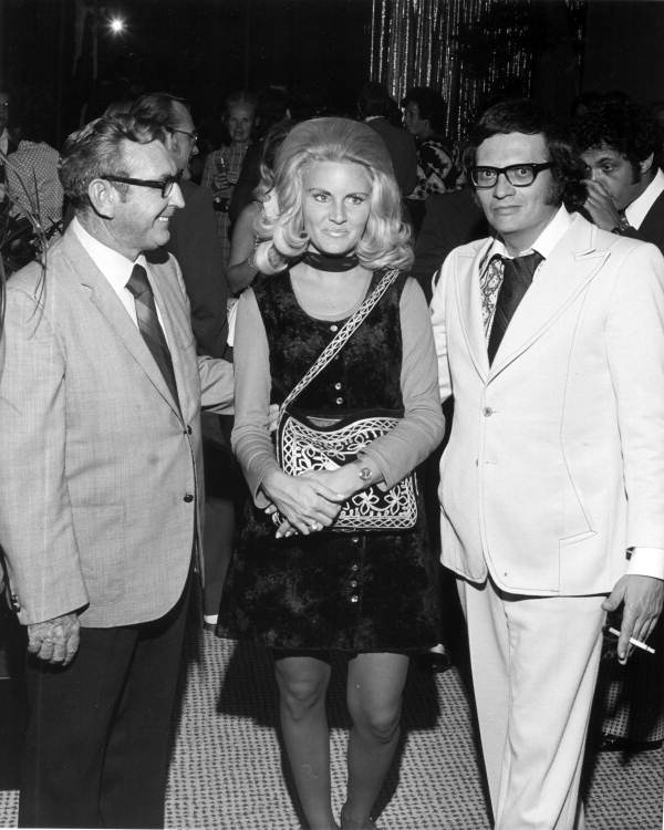 Larry King and Alene Akins. | Source: Wikimedia Commons