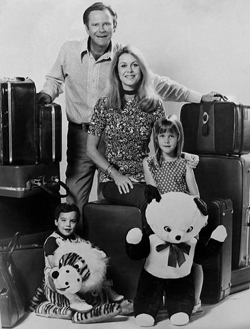 Cast photo of the Stephens family from the television program Bewitched. Dick Sargent (Darrin), Elizabeth Montgomery (Samantha) Erin Murphy (Tabitha), David Lawrence (Adam). | Source: Wikimedia Commons.