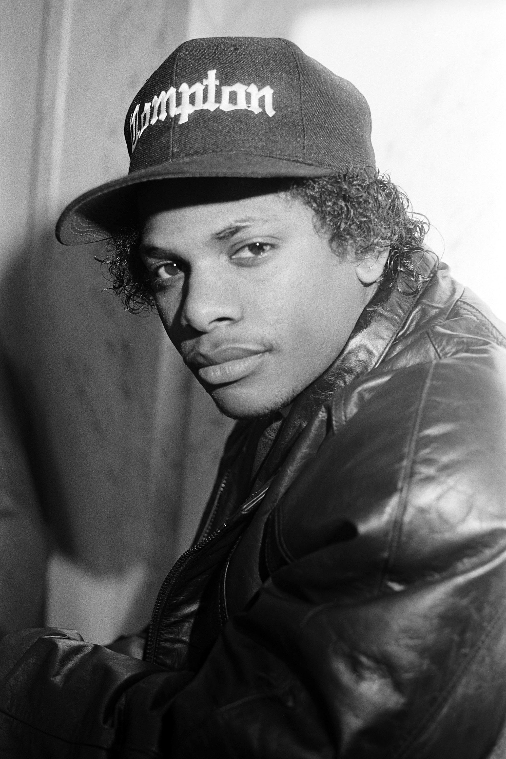 Rapper Eazy-E (aka Eric Wright) appears in a portrait taken on March 1, 1990. | Photo: Getty Images