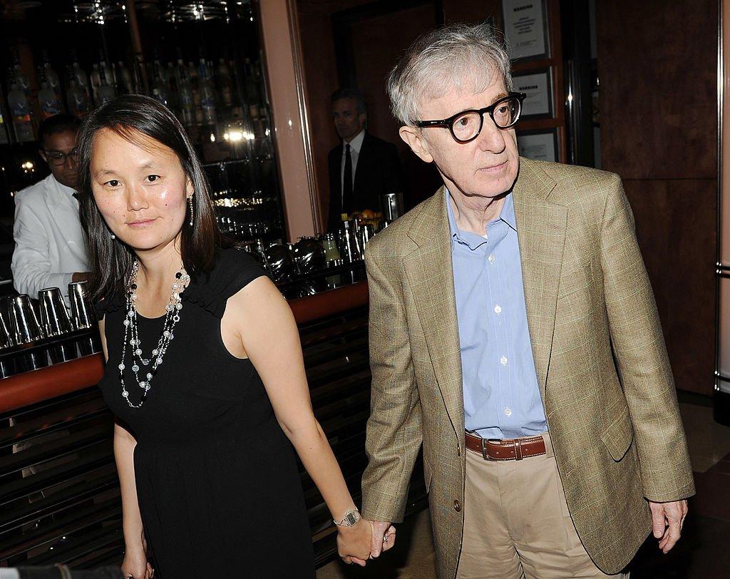 Soon Yi Previn y Woody Allen el 14 de septiembre de 2010 en la ciudad de Nueva York. | Foto: Getty Images