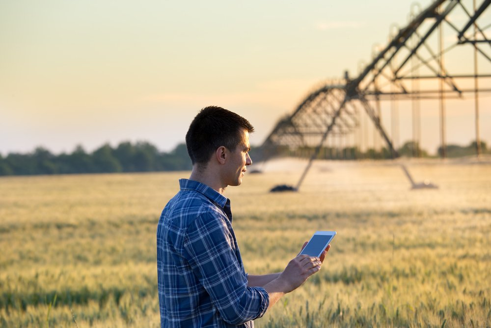 A photo of a reporter on a farm | Photo: Shutterstock