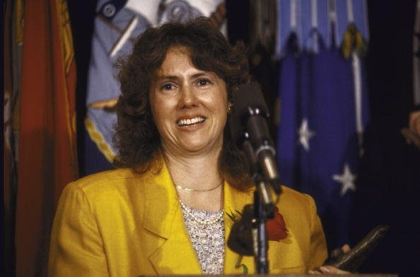 Christa McAuliffe talking to press, circa 1985.| Photo: Getty Images