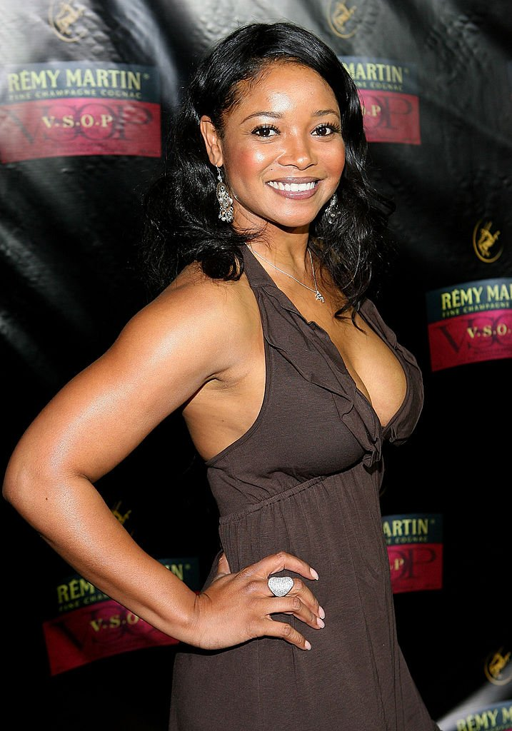 Actress Tamala Jones arrives at the unveiling of the Remy Martin V.S.O.P. bottle designed by David LaChape on April 24, 2008.   Photo: Getty Images