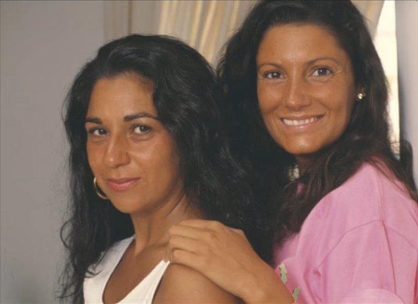 Carmina Ordóñez con sugran amiga Lolita Flores. | Foto: YouTube/EscarlataOhara