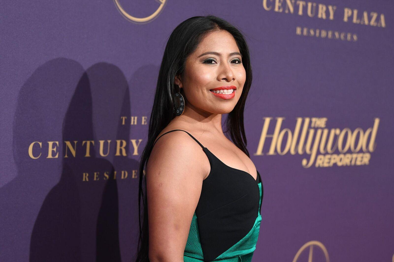 Yalitza Aparicio con un vestido verde Fuente: Getty