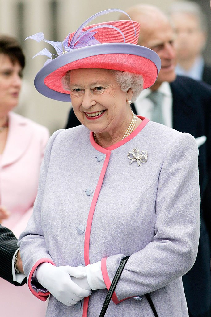 Queen Elizabeth II at the State Capitol Building on the first day of her USA tour on May 3, 2007 in Richmond | Photo: Getty Images