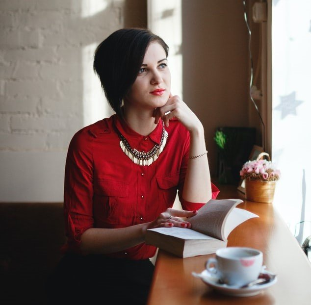 Woman in a red blouse | Source: Unsplash