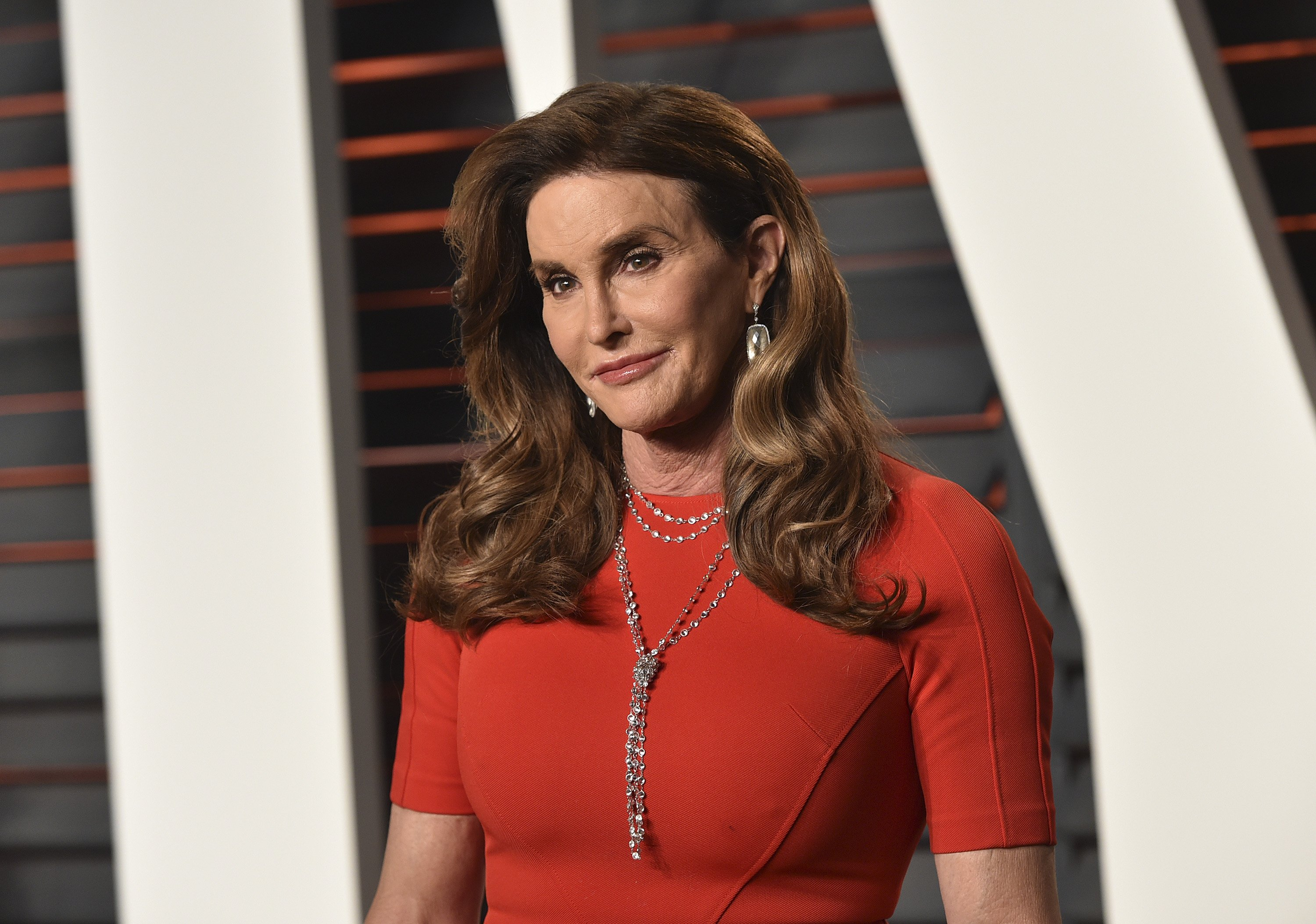 Caitlyn Jenner arrives at the 2016 Vanity Fair Oscar Party on February 28, 2016 | Photo: GettyImages