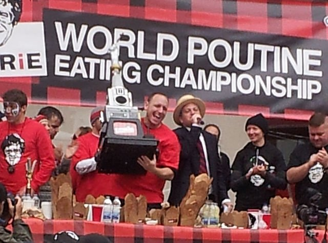 Joey Chestnut at the 2012 World Poutine Eating Championship in Toronto, Ontario | Source: Wikimedia Commons/ AtomicRED
