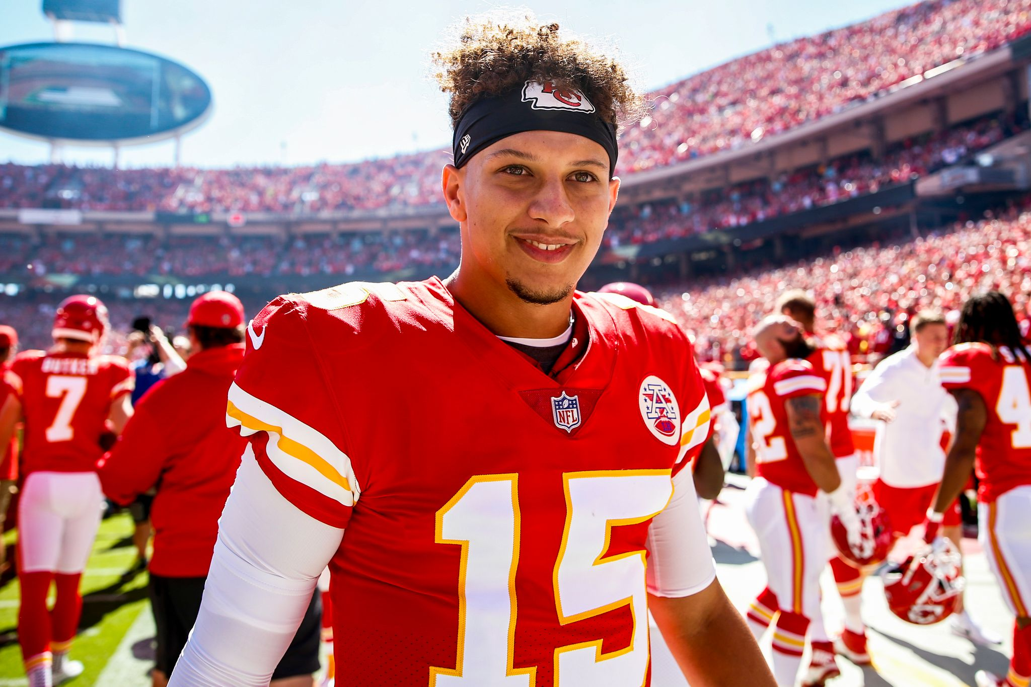 Patrick Mahomes #15 of the Kansas City Chiefs smiles on the sidelines before the start of the game against the San Francisco 49ers at Arrowhead Stadium on September 23rd, 2018 in Kansas City, Missouri | Photo: Getty Images