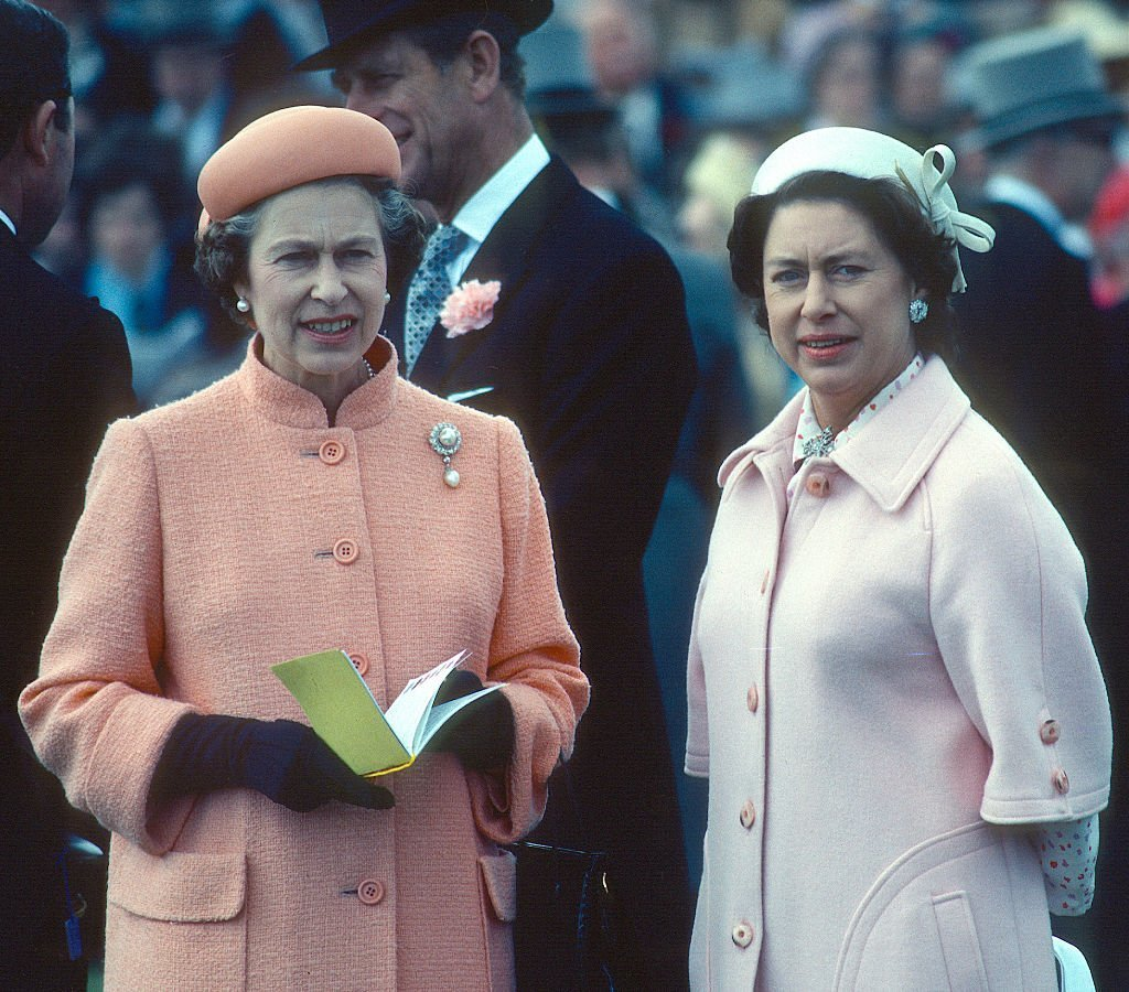 Queen Elizabeth II & her sister Princess Margaret at the Epsom Derby on June 06, 1979 in Epsom, England | Photo: Getty Images