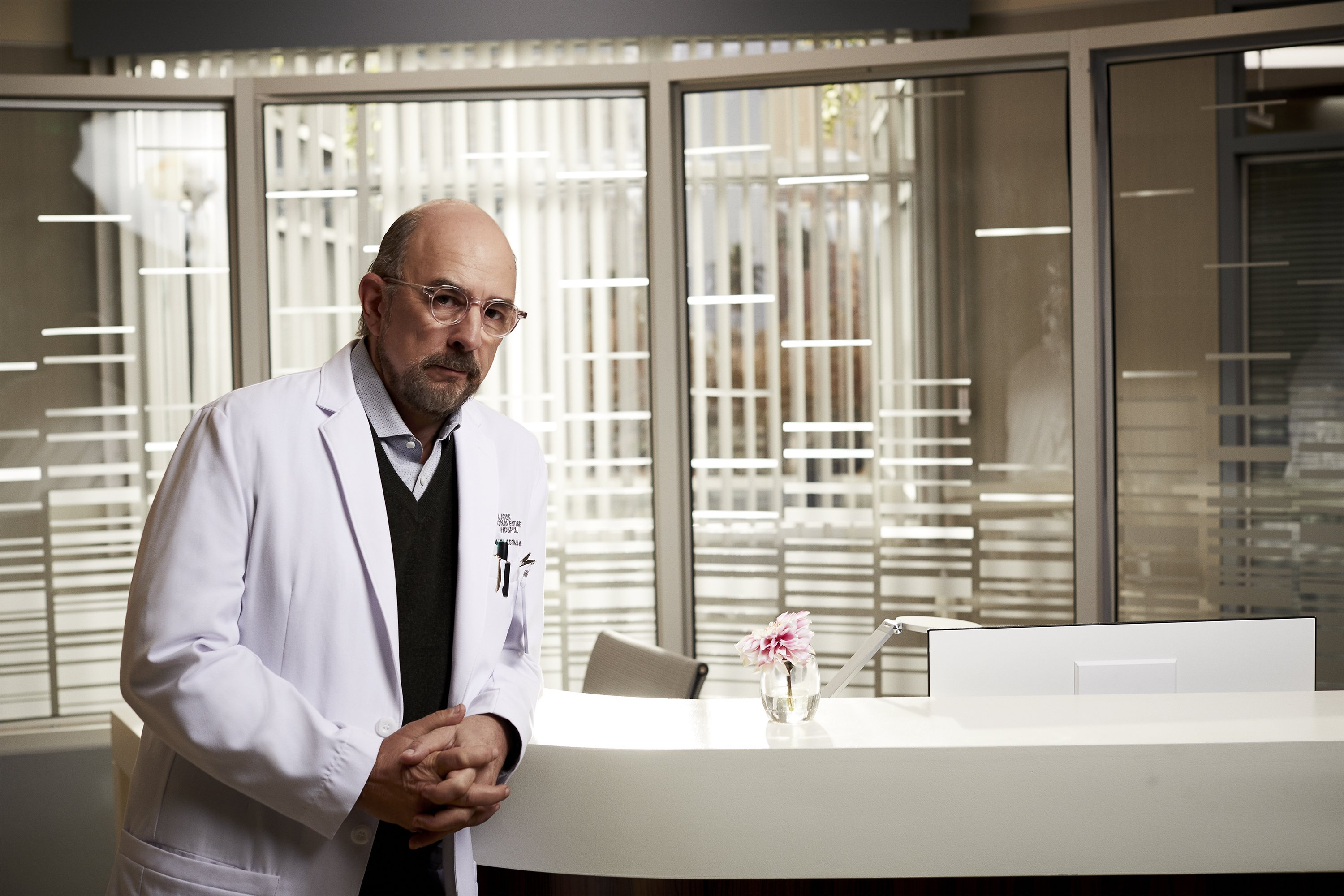 """ABC's """"The Good Doctor"""" stars Richard Schiff as Dr. Aaron Glassman.   Source: Getty Images,"""