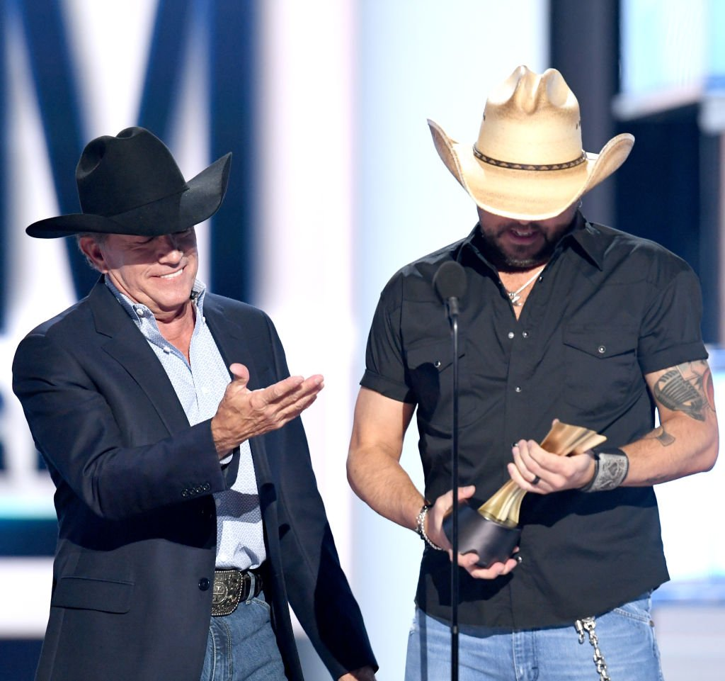 George Strait presents Jason Aldean the Artist of the Decade Award at the 2019 ACM Awards | Photo: Getty Images