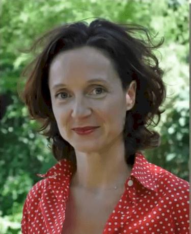 Edith Chabre, la compagne d'Édouard Philippe. l Source : YouTube/Nouvelles Tendances