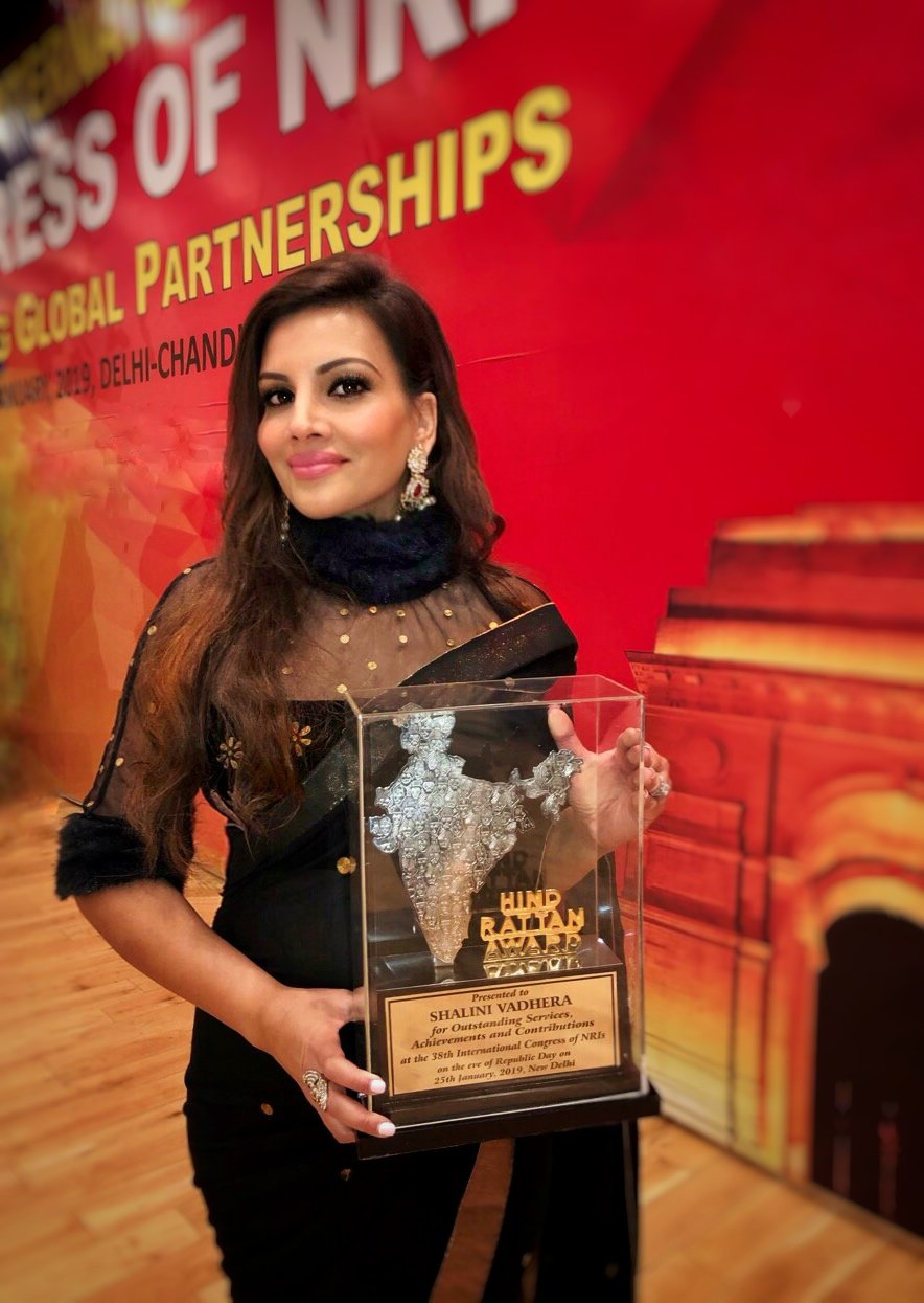 Beauty entrepreneur Shalini Vadhera receiving her Jewel of India Award | Photo: Courtesy of Shalini Vadhera