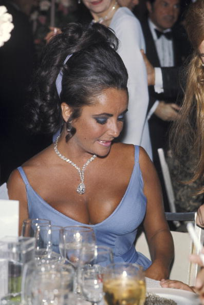 Elizabeth Taylor during 42nd Annual Academy Awards at Dorothy Chandler Pavilion | Photo: Getty Images